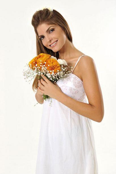 Aunque solo aparece en el primer episodio, la cantante Ana Bárbara tambi...
