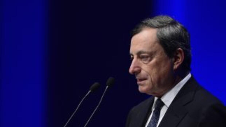 """Draghi apuntó que """"los beneficios de este plan no sólo ayudan a los gobi..."""