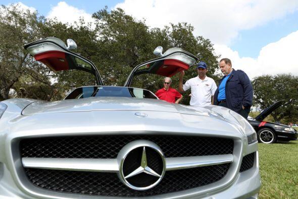 Y es uno de los autos favoritos de Raúl de Molina.  Mira esta gran avent...
