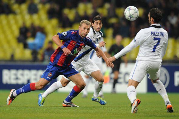 Giampaolo Pazzini amplió la ventaja y el Inter ganaba cómodo.