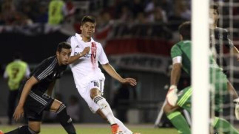 River Plate y Estudiantes se vieron las caras en juego reprogramado de l...
