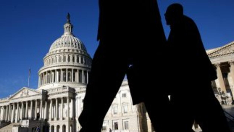 La última estrategia demócrata está dirigida a evitar que el tema muera,...