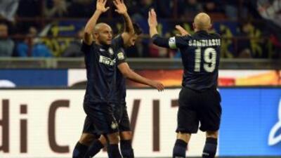 Jonathan celebra su gol con Cambiaso en la victoria del Inter.