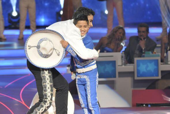 Antes de empezar su participación se dieron un gran abrazo para tener su...