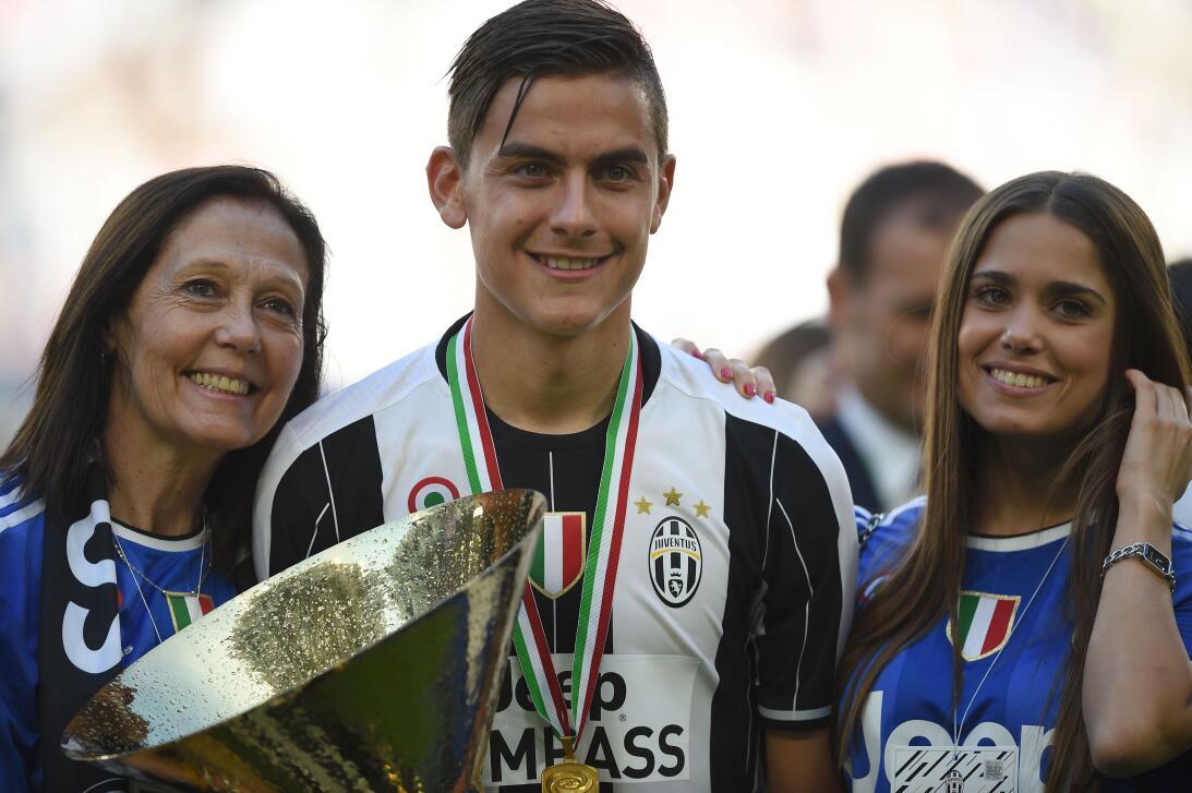 Gran celebración de Juventus en su sexto título consecutivo en la liga i...