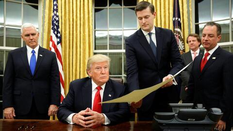 Donald Trump se prepara para firmar una orden ejecutiva en su primer día...