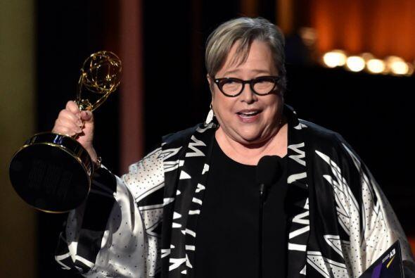 Kathy Bates no podía dejar de agradecer el apoyo del público y su gente.