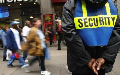 Un guardia de seguridad en Times Square, Nueva York.