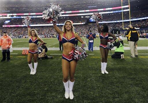 Las cheerleaders de los New England Patriots llenaron de belleza el Kick...