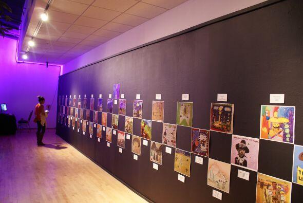 La exposición también muestra cómo los niños visitantes han interpretado...
