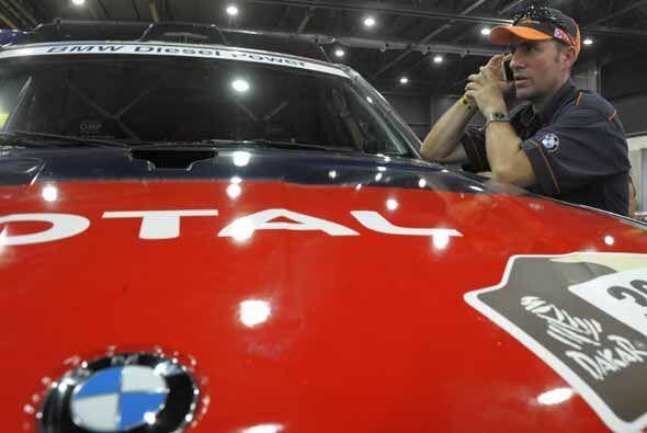 El automovilista francés, Stephane Peterhansel, alista todos los detalle...