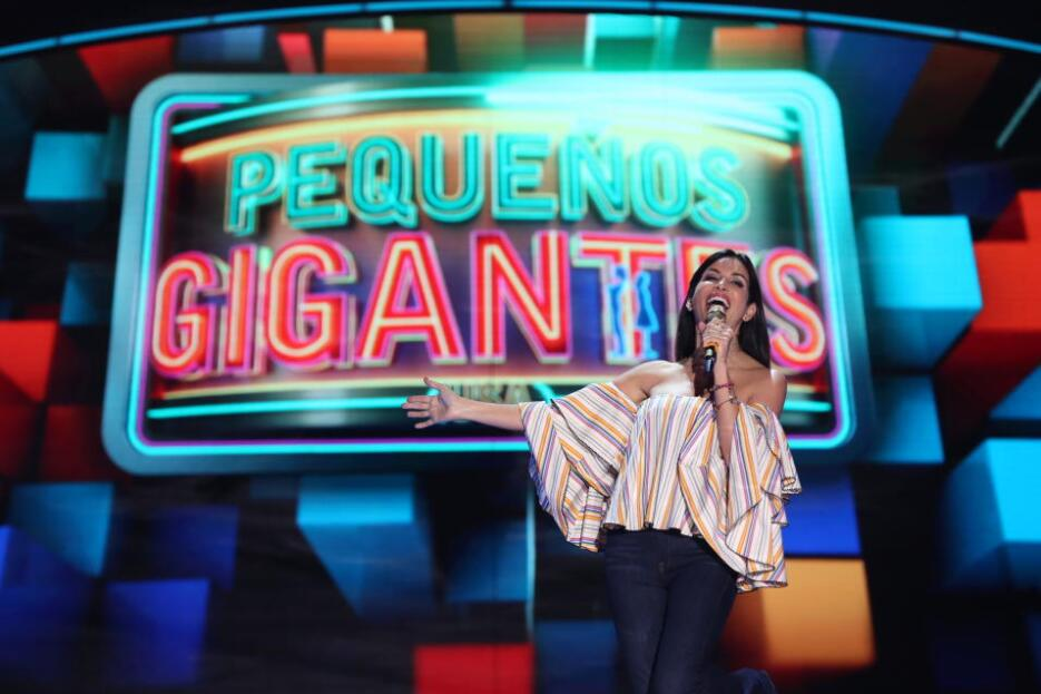 Giselle Blondet outfit Pequeños Gigantes USA