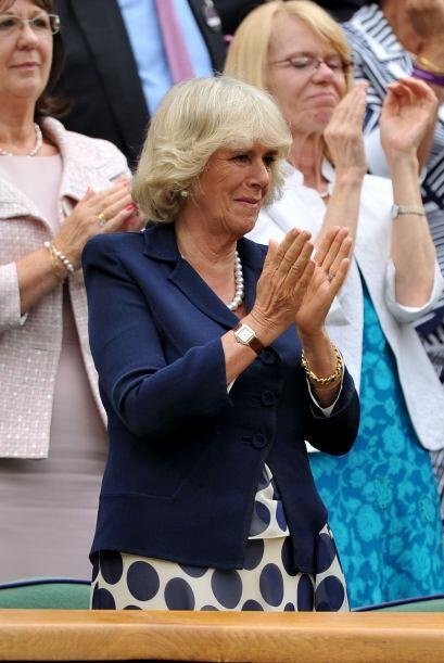 Emocionada, Camilla aplaudió el desempeño de Venus Williams.