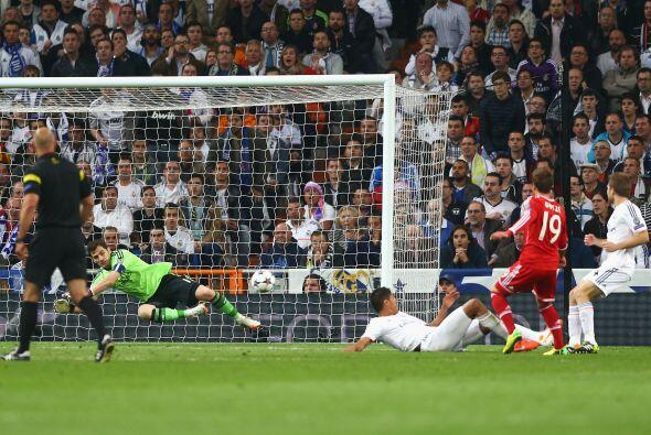 Iker Casillas fue importante, particularmente en un tiro de Götze que sa...