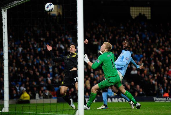 El Wigan pudo abrir el marcador, pero la fortuna ayudaba a los visitantes.