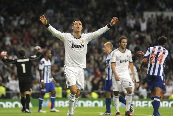 Ronaldo apareció coriendo para rematara un balón a placer y poner el 3-1...