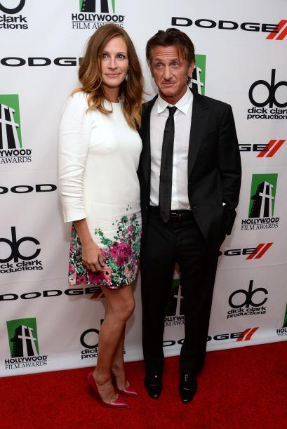 Julia Roberts con Sean Penn.Mira aquí los videos más chismosos.