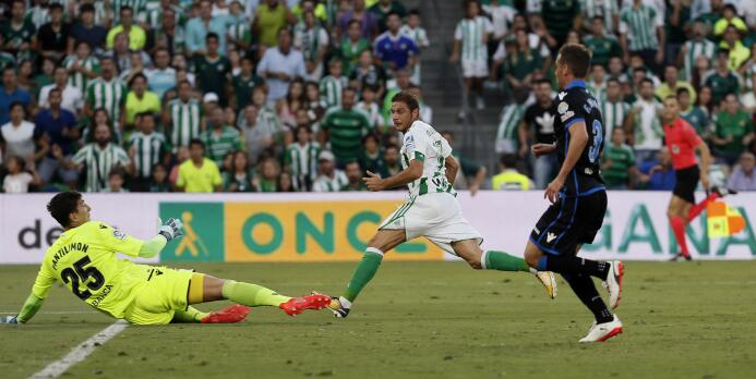 El Betis le ganó al Deportivo y Guardado puso asistencia 636411901674203...
