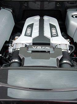 El motor V8 de 4.2 litros produce 420 caballos de fuerza y un desempeño...