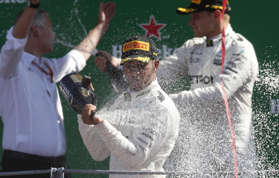 Hamilton gana en Monza y es nuevo líder, Vettel fue tercero AP_172465016...