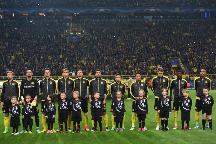 Borussia Dortmund le rinde homenaje a Marc Bartra GettyImages-667724992.jpg