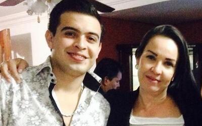 ESTRENO: Raquel Sofía quiere que sonriamos verticalmente mamaraullizarra...