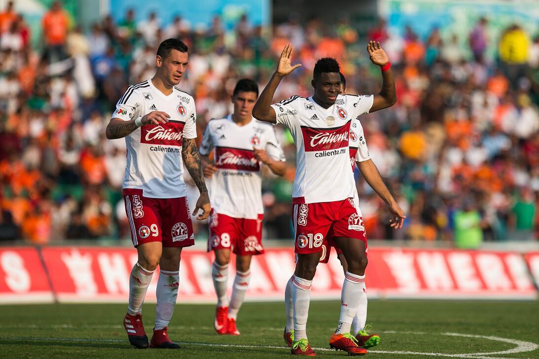 Xolos gana y Jaguares se hunde en el descenso Celebración gol Avilés Hur...
