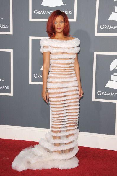 Aunque no tan poco como lo hizo con este vestido con transparencias en c...