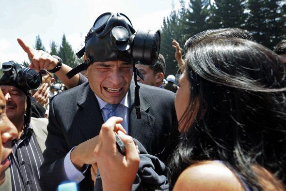 Correa, que asumió su mandato en 2007 que debe culminar en 2011, resiste...