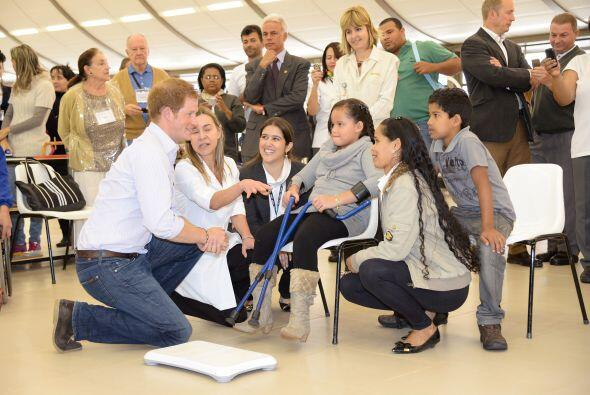 Al parecer Harry disfruta mucho en estos eventos de ayuda social.