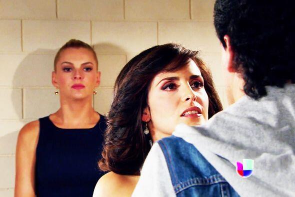 Ella es Araceli, la ex novia de Salvador y llegó para defenderlo y con m...