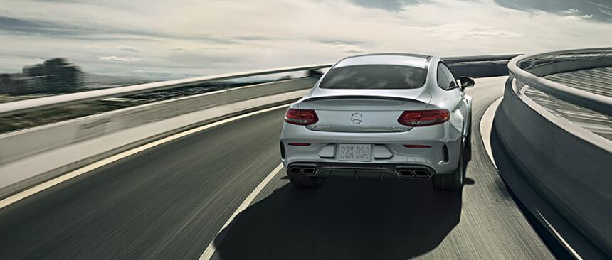 AMG le instaló al Clase C Coupé (definido por Mercedes-Benz como el más...