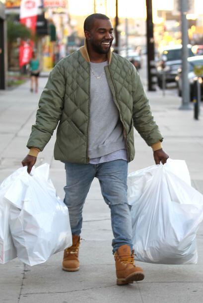 Mientras, Kanye puede disfrutar de todo lo que compró en una tien...