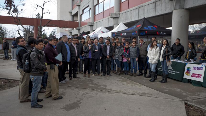 Ocho colegios y universidades ayudaron a estudiantes y sus familias llen...