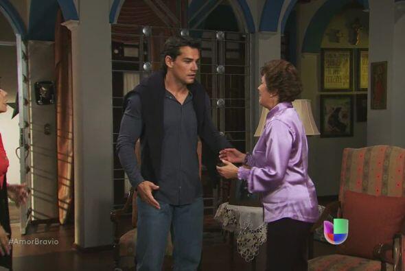 Daniel llega para ayudar a Agustina, deben hacer que Dionisio pague y es...