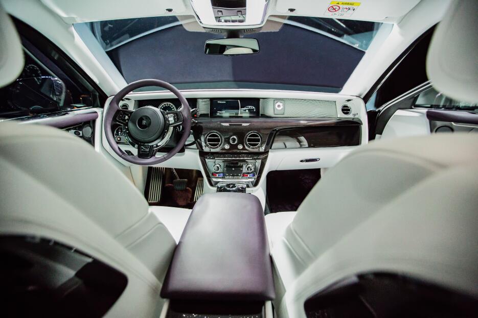 El nuevo Rolls-Royce Phantom VIII en fotos RR PHANTOM VIII EWB (2).jpg