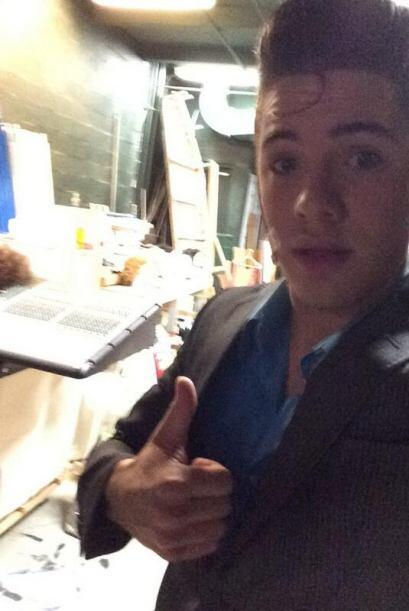 """""""#ShowTime #hairspray"""", compartió William. (Abril 13, 2014)"""