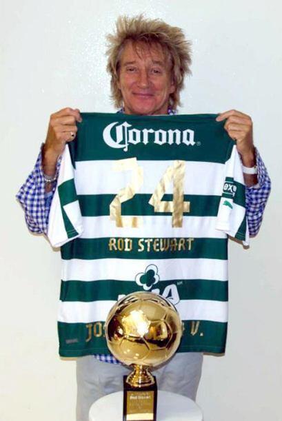Aquí  Rod Stewart también se puso la de los guerreros con el número de O...
