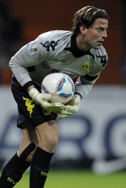 Desde el 2002 esta en las filas del Dortmund y fue formado en las catego...