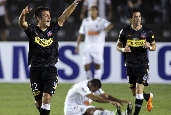 Diego Rubio festejando uno de los goles de Colo Colo, el partido fue muy...