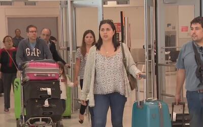 Arribó al sur de la Florida el segundo grupo de médicos refugiados cuban...