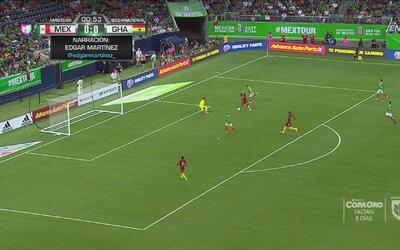 ¡Moisés Muñoz salvó a México y no va ni un minuto de juego!