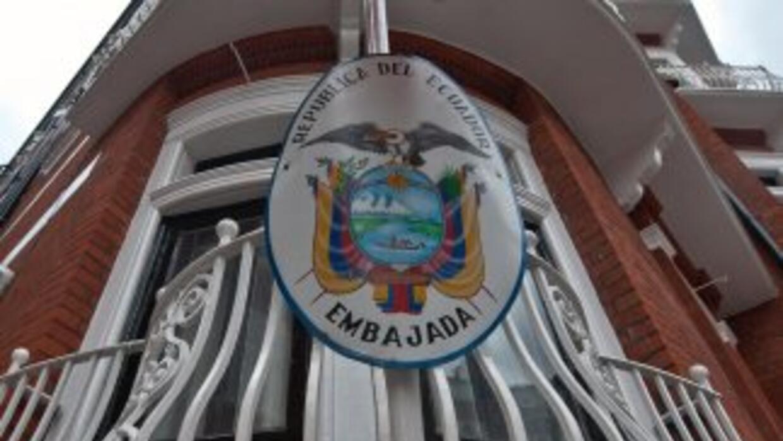 El canciller de Ecuador dice que el micrófono hallado en su embajada de...