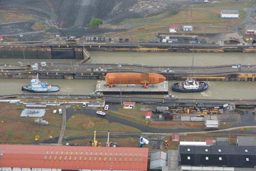 ET-94 atraviesa el Canal de Panamá el 26 de abril de 2016
