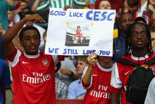 No faltaron los seguidores que mostraron su agradecimiento a Cesc por el...