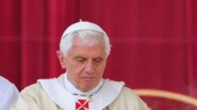 El papa Benedicto XVI aprobó el decreto que reconoce un milagro de la mo...
