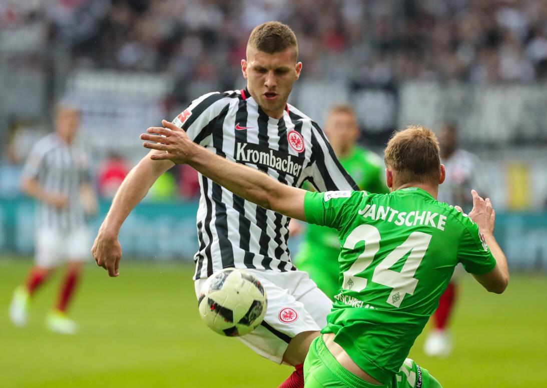 Marco Fabián desperdició un penal y el Frankfurt no pasa del empate cont...