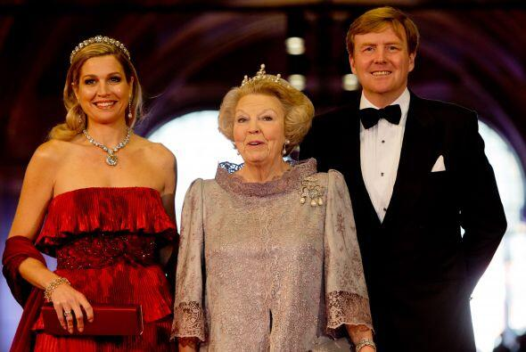 La reina Beatriz de Holanda ofreció una cena en el Rijksmuseum de Amster...