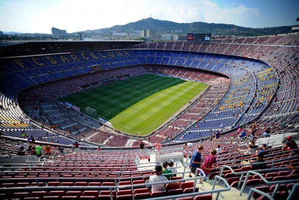 El Camp Nou esperaba por el primer duelo del Barcelona en la nueva campa...
