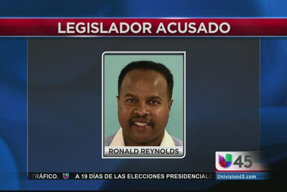 Otro que está bajo la lupa de las autoridades es el senador texano Ron R...